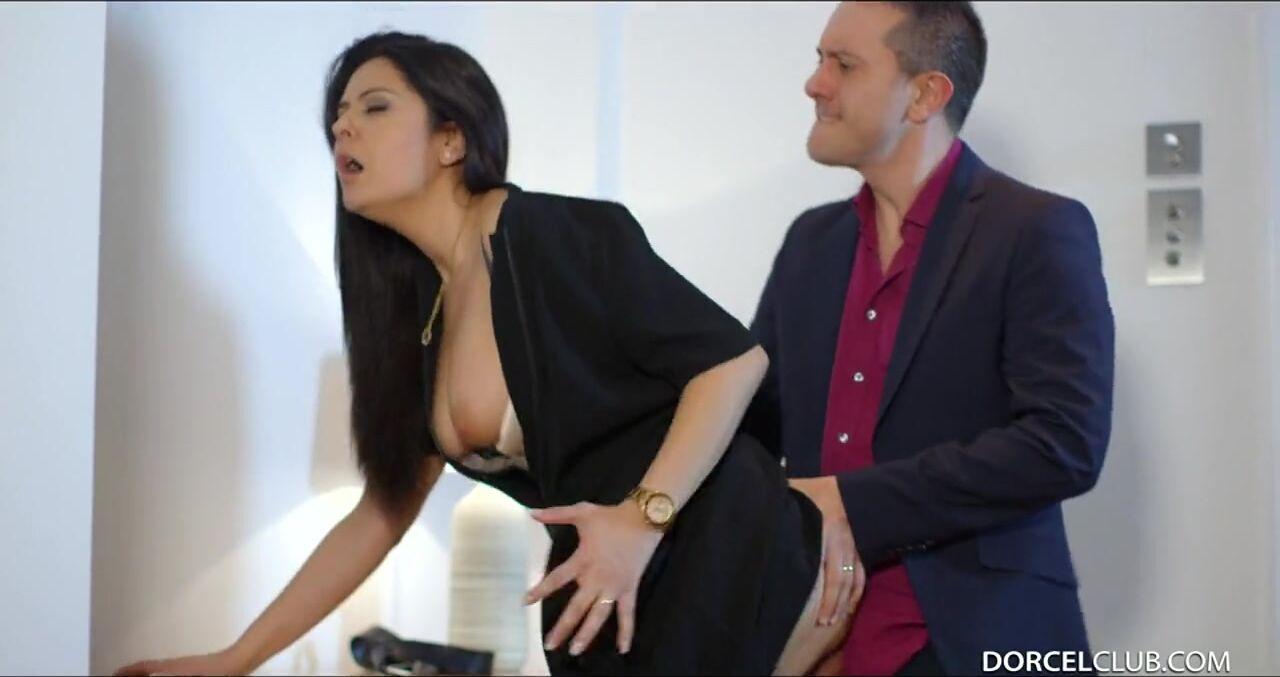 Как трахнуть девушку коллегу по работе анастасия мартыненко