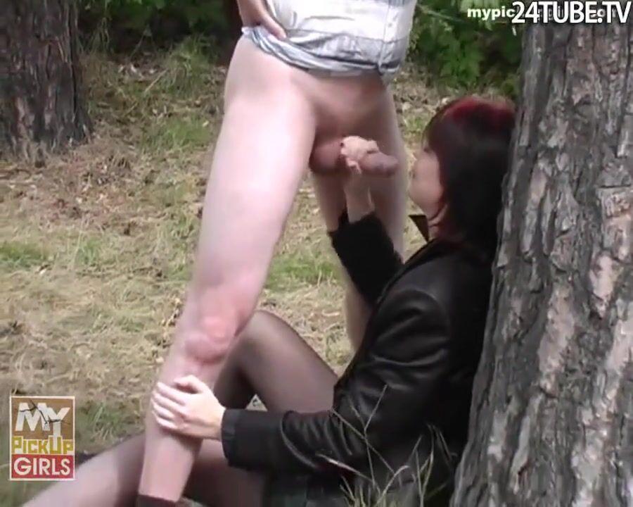 Девушка Позволяет Уговорить Себя На Развлечение В Хентай Порно Игре Курящая Телочка